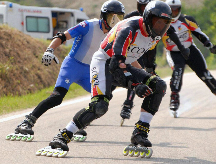 Downhill: i campioni sfrecciano tra le vigne